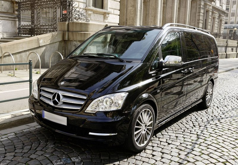 Rent a minibus Viano with a driver in Kiev